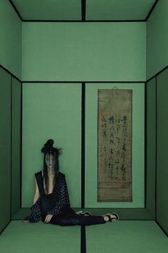 Green room black lines. Numero China - Han Bing by Sun Jun Editorial Photography, Portrait Photography, Fashion Photography, Amazing Photography, Asian Style, Chinese Style, Geisha, Opium Den, Vogue Korea