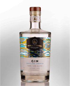 Bebida Gin, Alcohol Spirits, Water Life, Message In A Bottle, Cocktails, Drinks, Bottle Design, Distillery, Packaging Design