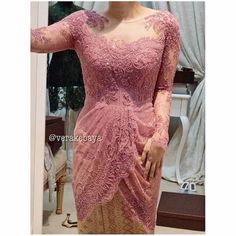 Not into the lace but I love the shape of the baju Kebaya Pink, Vera Kebaya, Kebaya Lace, Kebaya Hijab, Kebaya Brokat, Batik Kebaya, Dress Brokat, Kebaya Dress, Kebaya Muslim