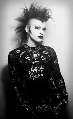 Marooned on Earth Gothic Men, Gothic Rock, 80s Goth, Punk Goth, Dark Fashion, Gothic Fashion, Estilo Punk Rock, Deathrock Fashion, Chica Punk