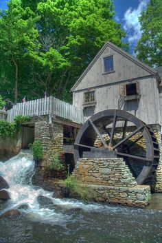 Solve Water Mill, Plymouth, Massachusetts, USA jigsaw puzzle online with 70 pieces Croquis Architecture, Old Grist Mill, Beautiful Places, Beautiful Pictures, Water Powers, Water Mill, Old Barns, Le Moulin, Old Buildings