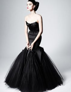 """Zac Posen Pre Fall 2013 Zac Posen High Fashion glamour featured fashion This reminds me of a dress I had once, I called it """"The Dress"""". Zac Posen, Style Couture, Couture Fashion, Fashion Show, High Fashion, Petite Fashion, Curvy Fashion, Runway Fashion, Fall Fashion"""