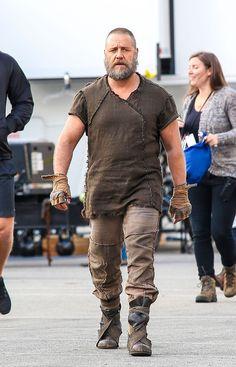 Russell Crowe in Russell Crowe Heads To Set In 'Noah' Costume