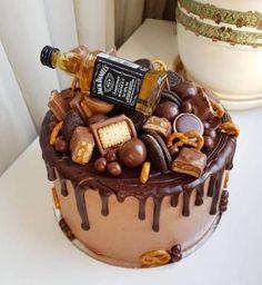 Chocolate and strawberry birthday cake Choc Drip Cake, Cake Chocolate, Bolo Neked Cake, Bolo Tumblr, Liquor Cake, Whiskey Cake, Alcohol Cake, Chocolate Decorations, Drip Cakes