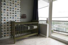 stoere babykamer met auto thema Scandinavian Nursery, Kids Decor, Home Decor, Boy Room, Bedroom Boys, Kidsroom, Cribs, Studio, Retro