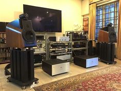 Sonus Faber Extrema speakers driven by Audio Note electronics and a SME 30 turntable
