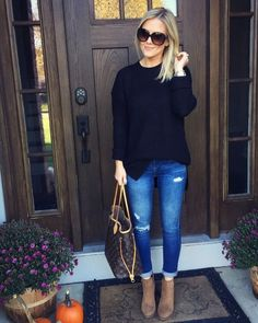 Look at our very easy, confident & just stylish Casual Outfit ideas. Get encouraged with one of these weekend-readycasual looks by pinning your most favorite looks. Mode Outfits, Fashion Outfits, Womens Fashion, Woman Outfits, Jeans Fashion, School Outfits, Ladies Fashion, Dress Fashion, Fashion Clothes