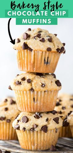 Learn how to make bakery style chocolate chip muffins with simple everyday ingredients! This easy chocolate chip muffin recipe will impress everyone with those big domed muffin tops loaded with chocolate chips! Moist Chocolate Chip Muffins, Chocolate Chip Cupcakes, Chocolate Chip Dessert, Chocolate Chip Frappe, Healthy Chocolate Desserts, Chocolate Chip Bread, Mint Chocolate, Köstliche Desserts, Delicious Desserts