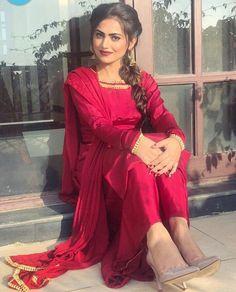 Pure silk red kameez plazzo custom made dress punjabi suit chiffon dupatta indian womens party wear custom made dresses Designer Kurtis, Indian Designer Suits, Indian Gowns Dresses, Pakistani Dresses, Indian Outfits, Bridal Dresses, Punjabi Dress, Punjabi Suits Party Wear, Indian Party Wear