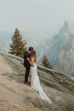 Looking for an adventurous elopement? Check out this DIY Yosemite elopement that is perfect for hiking couples | Image by Wesley Harden Yosemite Glacier Point, Yosemite Falls, Dallas Travel, Alta Moda Bridal, Yosemite Wedding, Couples Images, Elopement Inspiration, Filming Locations, Wedding Wishes
