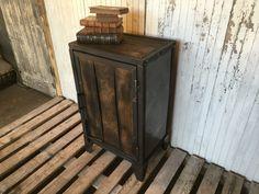 Meuble Confiturier en acier et bois