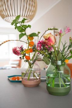 I love flower arrangement. And I love life so much. Home Flowers, Bunch Of Flowers, Table Flowers, Green Flowers, Flower Vases, Flower Power, Utrecht, Small Space Interior Design, Flower Bomb
