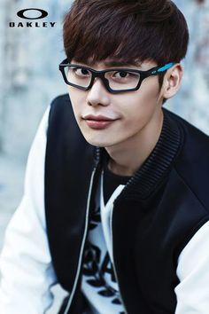 Model and actor Lee Jong Suk has been confirmed as the first South Korean model for global sports equipment and apparel company, Oakley Incorporated!