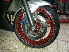 Llantas en diseño de calaveras para una Yamaha R6