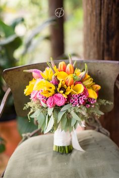 Someday I'll be 50 years old and will have done over 1,000 weddings... but I'll still be swooning over tropical-colored bridal bouquets. Every. Single. Time.