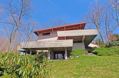 1950's mid century modern in Armonk NY. A usonian style home on a larger scale (3700 sf) designed by David Henken, apprentice of Frank Lloyd Wright.