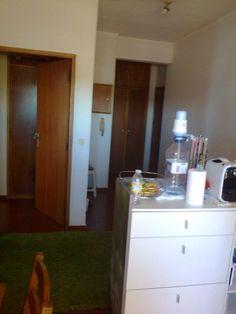 T1 Kit - Praça Galiza Apartamento T1 Kit na Galiza.   Com 2 frentes, Sul/Poente.   Varanda com 5m2. Sala com 16m2, cozinha equipada, lavandaria. Excelentes vistas de mar. Marque já a Bathroom Medicine Cabinet, Portugal, Balcony, Kitchen