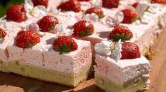 Den skønneste kage af marcipanruder og jordbærmousse. Den perfekte kage til sommerfesten.