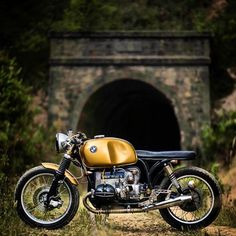 Gold BMW R90/6 custom with low profile seat
