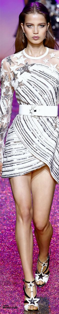 Like a star - close up of a star print minidress with stripe detail too - Elie Saab Spring 2017 RTW. Catwalk Fashion, Fashion 2017, Couture Fashion, High Fashion, Spring Fashion, Fashion Show, Fashion Design, Fashion Trends, Fashion Blogs