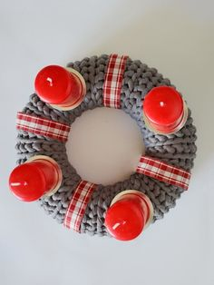 advent, basteln, häkeln, adventskranz, anhänger, deko, idee, selbermachen, weihnachten, DIY Diy Organization, How To Make Wreaths, Decoration, Weihnachten Diy, Handmade, Wreath Making, Crochet Christmas, Image, Xmas