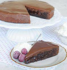 Underbar kolatårta –klicka här för recept! Baking Recipes, Cake Recipes, Dessert Recipes, No Bake Desserts, Delicious Desserts, Swedish Recipes, My Dessert, No Bake Cake, Cupcake Cakes