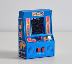 A favorite arcade game gets a mini makeover! This officially licensed miniature replica of the original Ms. Pac-Man video game is fully functional, including a color screen, high-resolution graphics and sounds. Man Games, Games For Kids, Pac Man Videos, Geek Cross Stitch, Mini Arcade, Hama Beads Minecraft, Perler Beads, Friends Set, Plastic Animals