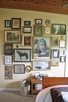 Nothing says home and love like a photo wall. Check out these 50 amazing photo gallery wall ideas and learn the best way to photos for your wall gallery. Inspiration Wall, Interior Inspiration, Apartment Therapy, Cool Wall Decor, Turbulence Deco, Piece A Vivre, Frames On Wall, Wall Collage, Wall Art