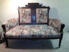 Eastlake Settee with two matching chairs. Victorian Furniture, Victorian Decor, Victorian Era, Victorian Fashion, Victorian Love Seats, Settee, Accent Chairs, Living Room, House Ideas