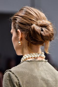 12 easy hairstyles to copy from the autumn winter 2019 catwalk. These simple and stylish hair style ideas are perfect back to school hairstyles Teased Hair, Pelo Afro, Pelo Natural, Back To School Hairstyles, Hair Reference, Sleek Hairstyles, Stylish Hair, Hair Dos, Hair Lengths