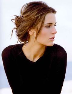 I wish I could do this to my hair. It's the ultimate perfectly messy bun