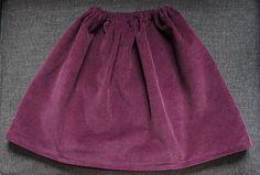 Voici un tutoriel qui vous guidera pas à pas dans la confection d'une très jolie jupe pour enfant en velours et doublée.   Fournitures :  - ...