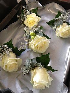 MAIA - Winter wedding button holes