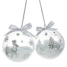 Ääriviivatarroilla voit koristella myös lasi- tai akryylimuovipalloja. Sisällä tekolunta.
