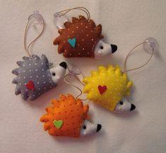 Felt Diy, Felt Crafts, Fabric Crafts, Sewing Crafts, Diy And Crafts, Sewing Projects, Crafts For Kids, Craft Projects, Felt Christmas Ornaments