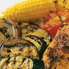 Recipe: Grilled Summer Vegetables and Corn Summary: Easy, healthy, and delicious, grilled summer vegetables will be your go-to side for impromptu get-togethers this summer. Ingredients 2 eggplants 2 zucchini 1 large red onion 2 tomatoes 6 ears of corn Corn Recipes, Side Dish Recipes, Vegetable Recipes, Salad Recipes, Healthy Recipes, Healthy Meals, Healthy Eating, Summer Corn Salad, Summer Salads