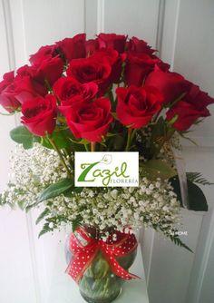 Florería en Cancún  Arreglos florales para este 14 de febrero. Catalogo: www.floreriazazil.com Pedidos: Tel. 01 9982061951 ventas@floreriazazil.com #floreriasencancun #cancunflorist