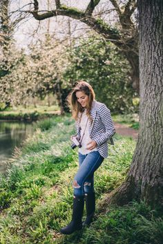 Gal Meets Glam Gingham in the Countryside - Smythe blazer, Isabel Marant top, Joe's Jeans and Hunter Boots