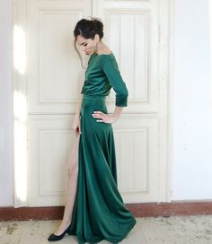 Gorgeous gown <3 >> Maxi green dress with deep cut by NelliUzun on Etsy