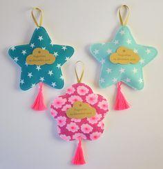 sur commande pour le baptême de votre enfant : des ballotins de dragées forme d'étoiles et fleurs.... pour un rendu original et très raffiné...que vous ne verrez nulle part a - 19131174