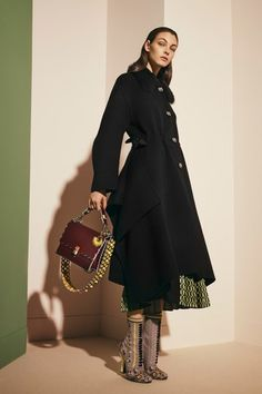 See the complete Fendi Pre-Fall 2017 collection.