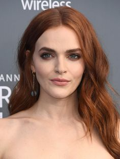 Madeline Brewer Photos - Actor Madeline Brewer attends The Annual Critics' Choice Awards at Barker Hangar on January 2018 in Santa Monica, California. - The Annual Critics' Choice Awards - Arrivals Magenta Hair Colors, Hair Color Auburn, Auburn Hair, Hair Color Dark, Color Red, Brown Blonde Hair, Brunette Hair, Brunette Color, Red Hair Inspiration