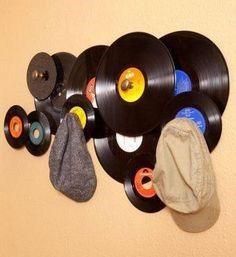 Repurposing vinyl records into a hat or coat rack. Vinyl Records Decor, Vinyl Record Projects, Record Decor, Records Diy, Record Wall Art, Old Records, Music Wall Art, Vinyl Decor, Vinyl Crafts