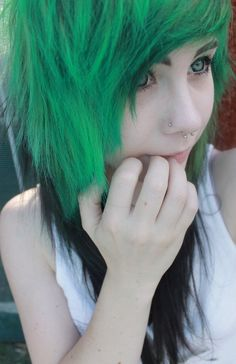 Posts of hot emo and scene girls! None of these girls are me Emo Scene Hair, Emo Hair, My Hairstyle, Pretty Hairstyles, Scene Hairstyles, Nu Goth, Mode Emo, Green Wig, Blue Green