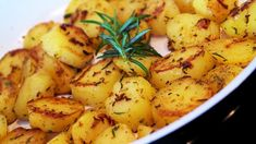 Welcome to my rosemary roast potatoes Air Fryer style! I absolutely love roast potatoes and they make the perfect side dish for any meal. No Calorie Foods, Low Calorie Recipes, Ww Recipes, Quick Recipes, Rosemary Roasted Potatoes, Rosemary Recipes, Potato Side Dishes, Fried Potatoes, Air Fryer Recipes