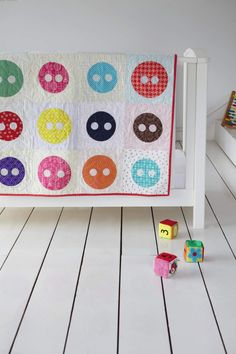 Image © Love Patchwork & Quilting  Cute as a button! Applique Quilt by Katy Jones