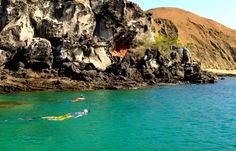 This looks like the perfect place to snorkel! #sanctuaryretreats #virtualsuitcase #galapagos