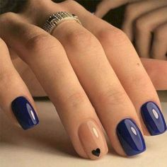 False nails have the advantage of offering a manicure worthy of the most advanced backstage and to hold longer than a simple nail polish. The problem is how to remove them without damaging your nails. Bride Nails, Wedding Nails For Bride, Mauve Wedding, Wedding Colors, Chic Nails, Classy Nails, Chic Nail Designs, Art Designs, Design Ideas