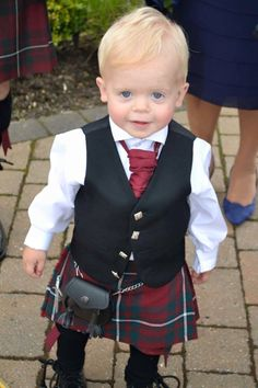 Here is wee 17month old Callum MacGregor wearing the Hunting MacGregor tartan at his Uncle's wedding last month.