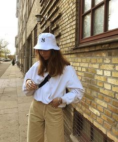VINTAGE OUTFITS//styling, trends,tips// – Cecily Outfits 2019 Outfits casual Outfits for moms Outfits for school Outfits for teen girls Outfits for work Outfits with hats Outfits women Look Fashion, 90s Fashion, Girl Fashion, Fashion Outfits, Fashion Trends, Woman Outfits, Street Fashion, Vintage Outfits, Retro Outfits